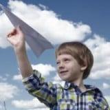 遊び 紙飛行機 男の子4歳