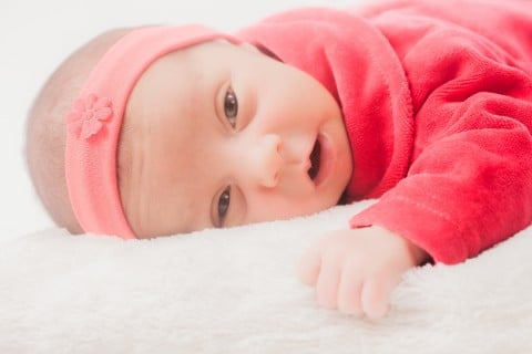 赤ちゃん新生児 顔 うつぶせ