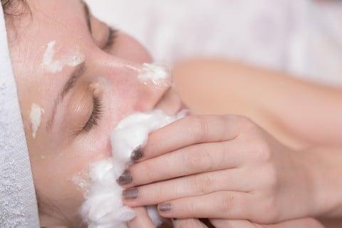 女性 お風呂 洗顔 美容