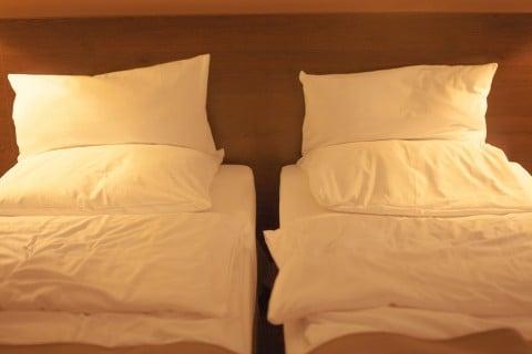 家 時間 寝室 ベッド