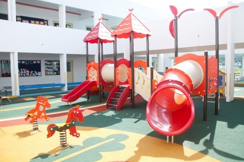 風景 幼稚園 園庭 遊具