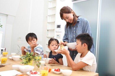 親子 飲食 食事 食卓 家族 食育