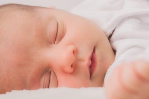 車 寝る赤ちゃん