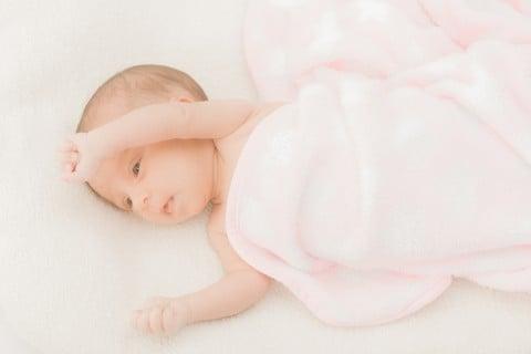 赤ちゃん新生児 お昼寝 すやすや