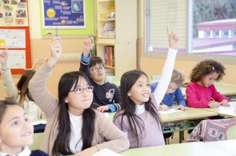 風景 学校 教室 勉強 発表