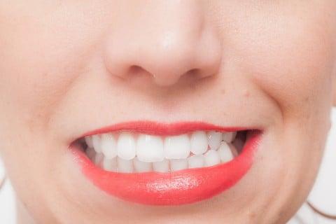 口 歯 女性 顔