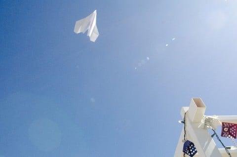 風景 空 紙飛行機