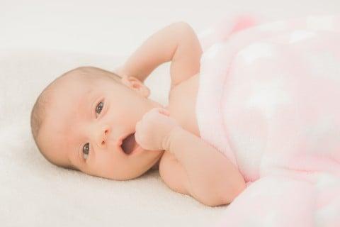 赤ちゃん3か月 顔 寝る