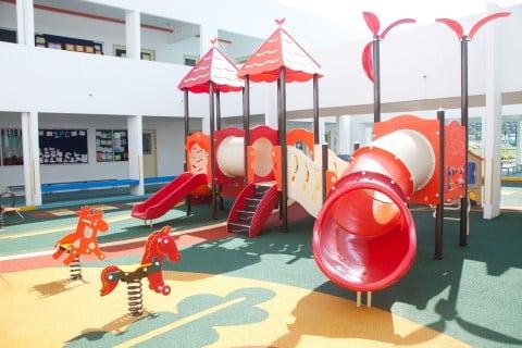 風景 幼稚園 施設 遊具