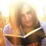 女性 本 読む 読書