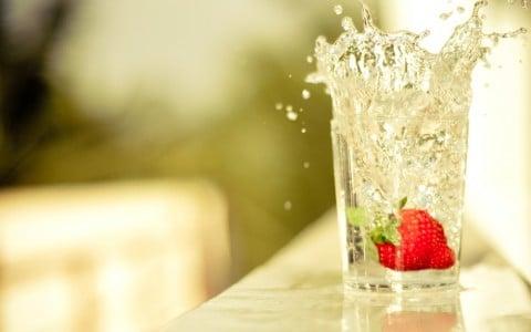 飲食 飲み物 水