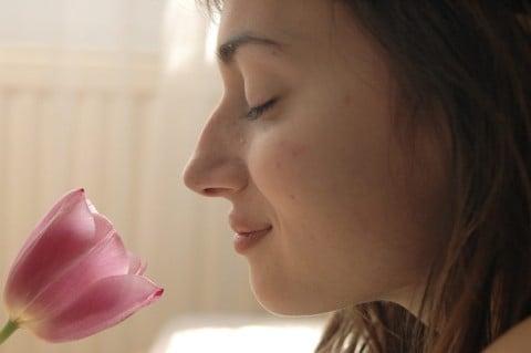 女性 匂い 花