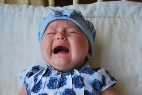 赤ちゃん 機嫌 泣く