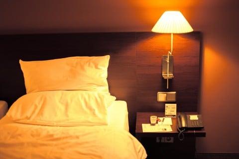 風景 寝室 ベッド