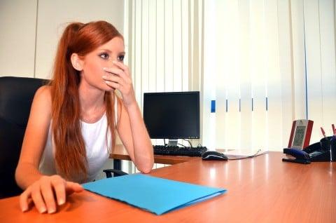 妊婦 つわり 女性 仕事 オフィス