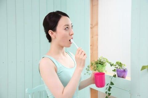 女性 歯磨き 歯ブラシ