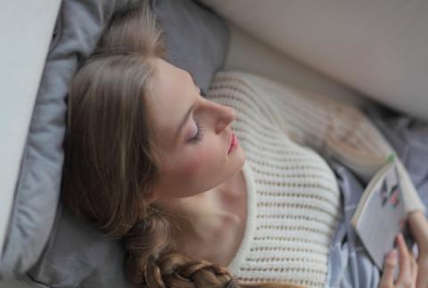 女性 寝る 安静