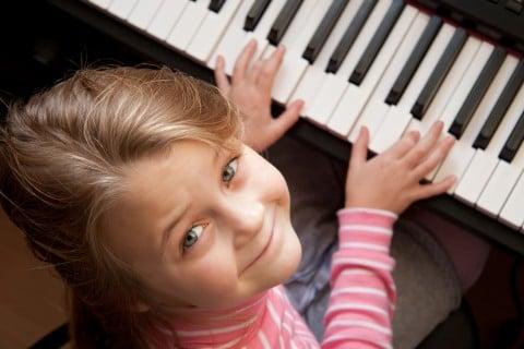 女の子 ピアノ