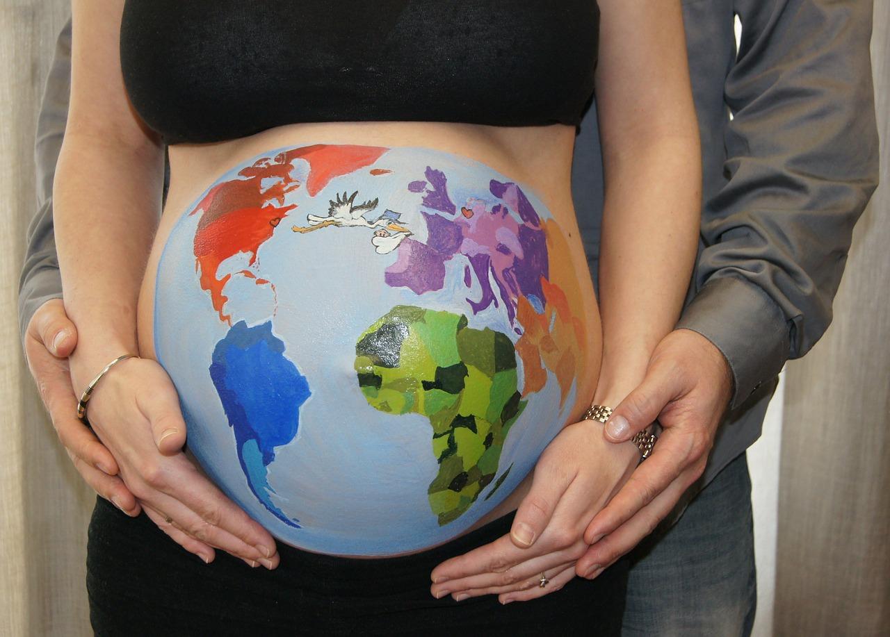 妊婦 妊娠10ヶ月 女性