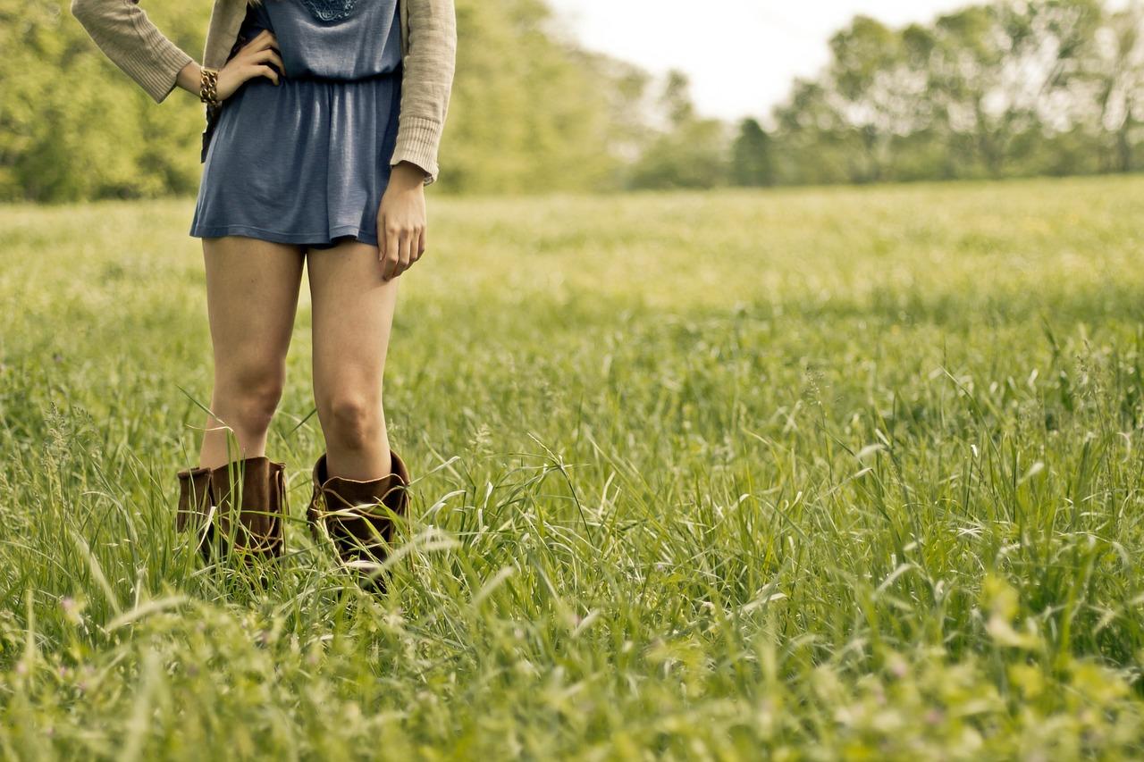 草原 公園 女性 足