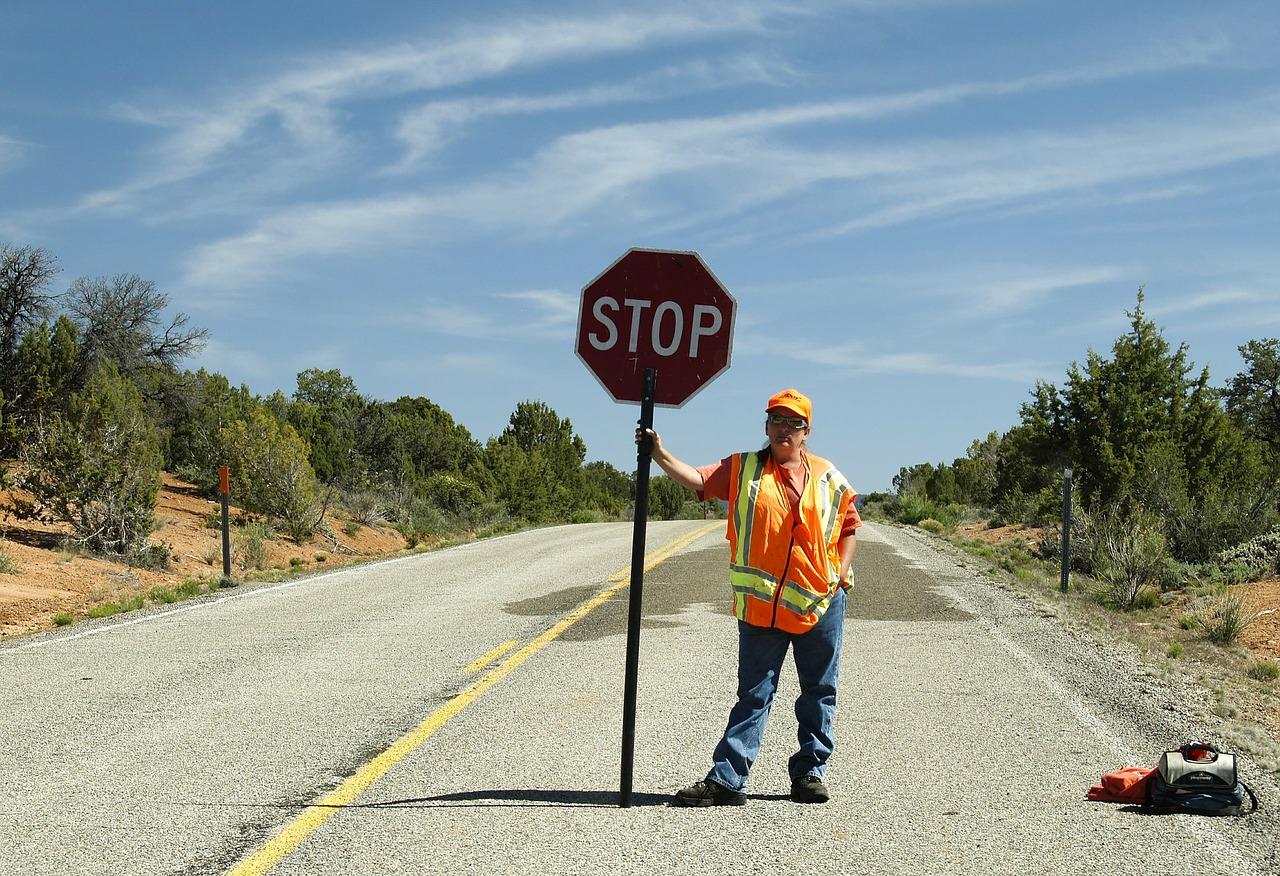 注意 ストップ 看板 標識 道路