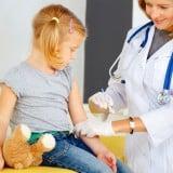 医療 子供 注射  予防接種 病院
