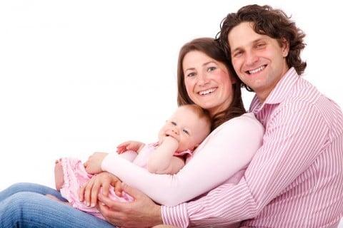 家族 並ぶ 笑顔 仲良し 赤ちゃん6か月