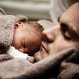 パパ 赤ちゃん新生児 ねんね キス 抱っこ