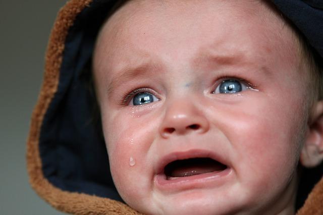 赤ちゃん9か月 泣く 顔 不安 心配