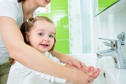 女の子 手洗い 石鹸