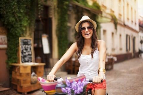 女性 笑顔 自転車 楽しい