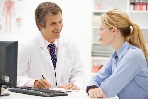 医者 女性 診察 相談 病院