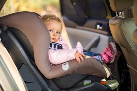 女の子1歳半 チャイルドシート 車 運転