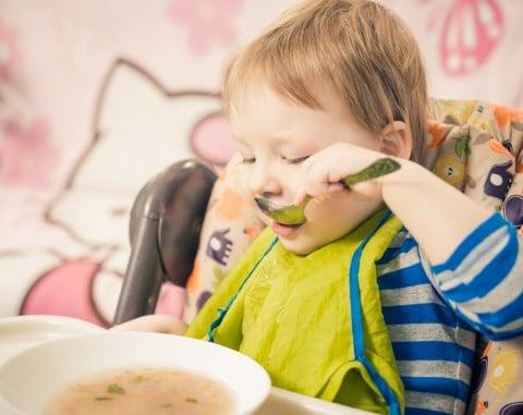 赤ちゃん1歳 スタイ 食事 スプーン