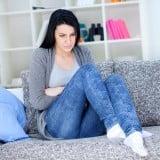 女性 おなか 腹痛 具合悪い 心配
