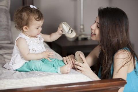 赤ちゃん 靴 ファーストシューズ 女性 母親