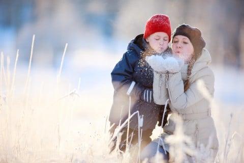 子供 冬 親子 女性 母親 外
