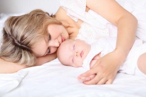 新生児 赤ちゃん 母親 出産 親子