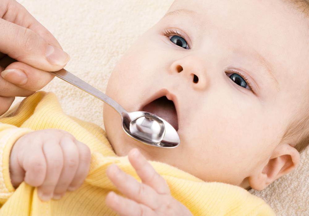 赤ちゃんが高熱を出したら、まずは安静にさせましょう。症状が熱 だけで、咳や嘔吐がなく、ぐったりした様子もなければ、下記の対処法を行って様子をみてみてください。