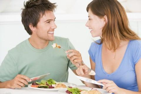 カップル 夫婦 食事