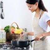 女性 料理 調理 家事