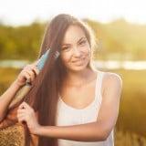 女性 髪 夕日 櫛