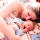 赤ちゃん 寝る ママ お昼寝