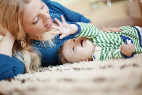 女性 ママ 母親 赤ちゃん 産後