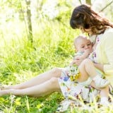女性 ママ 授乳