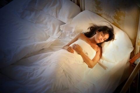 女性 睡眠 寝る