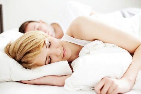 ベッド カップル