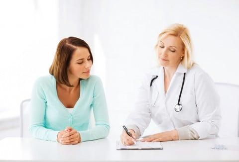 女性 医者 診察