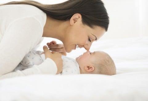 赤ちゃん 新生児 ママ 笑顔