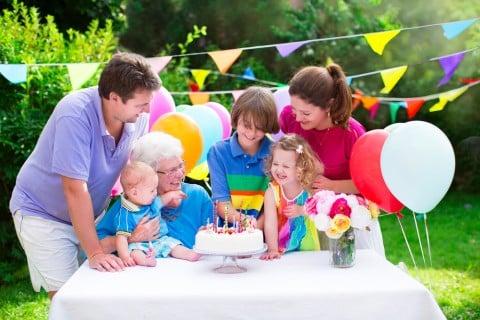赤ちゃん 出産祝い 家族 パーティー